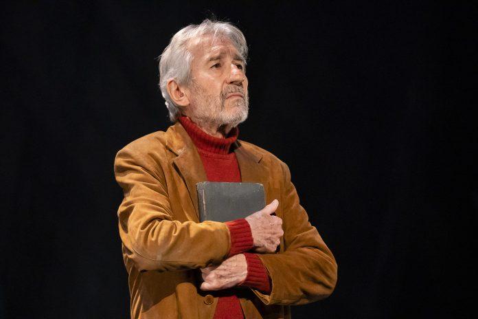 José Sacristán torna a Avilés con 'Señora de rojo sobre fondo gris'