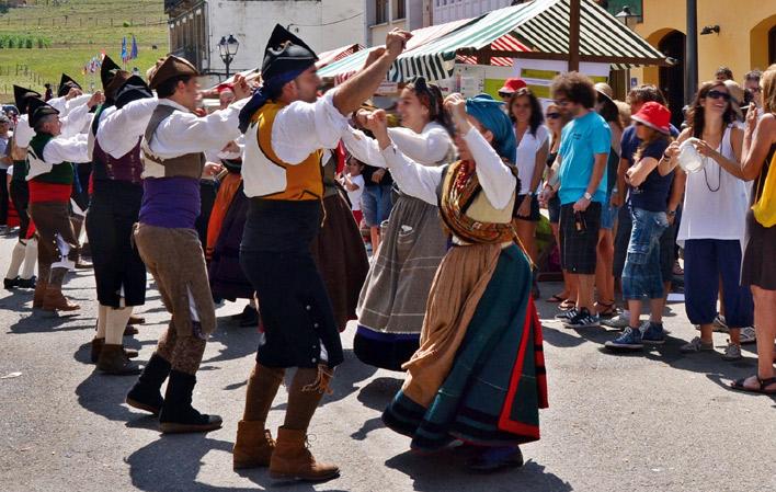 Murias celebra su tradicional mercado