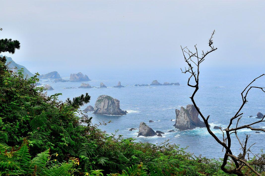 La costa occidental asturiana recibe el Premio Condé Nast Traveler al mejor destino nacional, que reconoce la excelencia viajera. / Pixabay